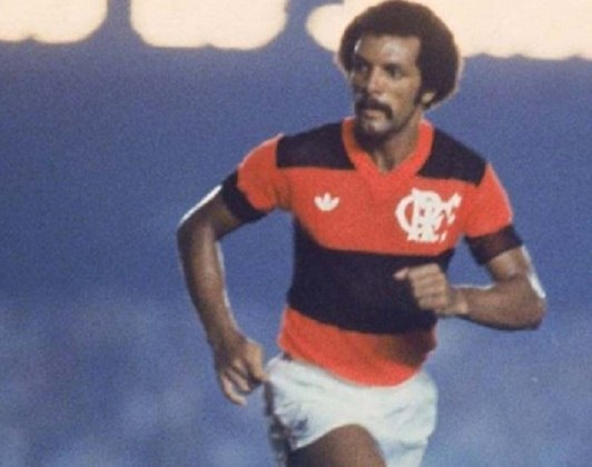 Um dos maiores jogadores da história do Flamengo, o lateral-esquerdo Júnior nasceu em João Pessoa, na Paraíba, e faz parte do time ideal do clube para milhões de torcedores rubro-negros.