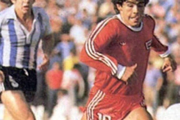 Um dos maiores jogadores de futebol de todos os tempos, o argentino Diego Maradona completou 60 anos de vida nesta sexta-feira. Em homenagem ao campeão do mundo pela Argentina em 1986, recordamos os clubes pelos quais ele passou como atleta e também como treinador.
