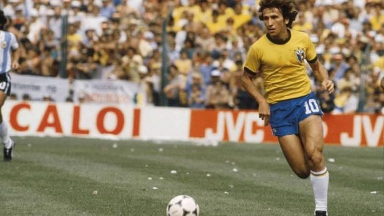 Um dos principais nomes da seleção de 1982, que encantou o mundo, Zico cativou o mundo com a bola no pé, mas infelizmente não conquistou uma Copa do Mundo. O craque da década de 80 atuou 71 vezes pelo Brasil.