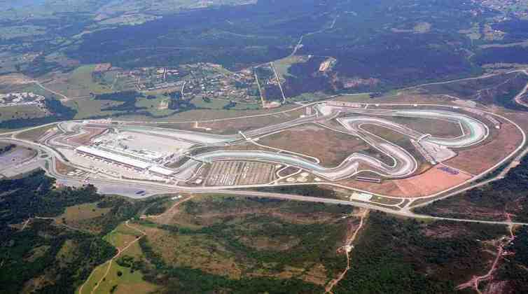 Um dos projetos mais bem elogiados do arquiteto é o Istambul Park, na Turquia, especialmente pela desafiadora curva 8