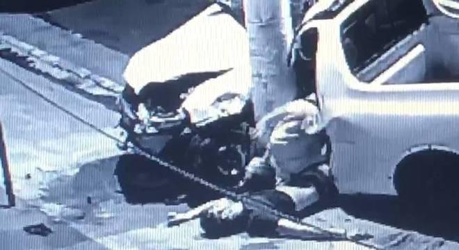 Veículo pertence a uma loja de bebidas na qual as vítimas são funcionários