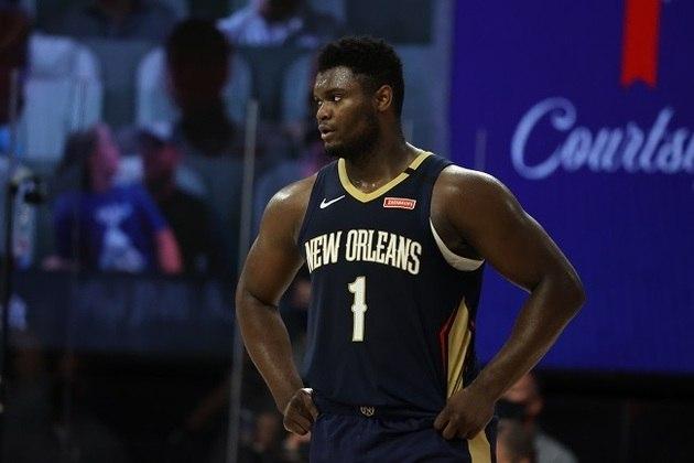 Um fiasco! Mais uma vez, o ala-pivô Zion Williamson (New Orleans Pelicans) decepcionou na Flórida. Ainda com restrição de minutos, por pedido dos médicos da equipe, ele fez apenas sete pontos na derrota para o Los Angeles Clippers por 126 a 103. Visivelmente fora de forma, o atleta pegou cinco rebotes em 14 minutos