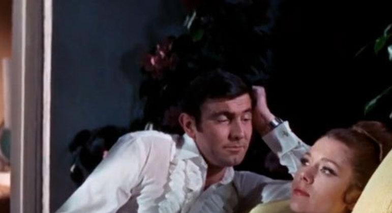 Um final trágico para o único filme de George Lazenby como Bond, tendo sua esposa (única Bond Girl a casar com James) morta por Blofeld ao seu lado e quebrando seu coração.