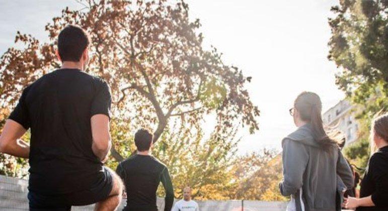 Um fisioterapeuta ajuda a realizar a prática correta, sensata e adequada das atividades, sem forçar exageradamente musculatura alguma. Consequentemente, ajuda a minimizar dando, dores e lesões.