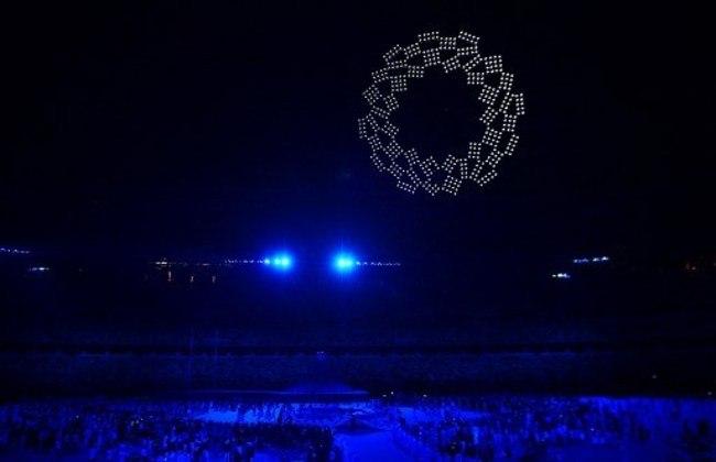 Um globo formado por drones foi um dos grandes destaques da cerimônia de abertura. Neste momento, foi celebrada a diversidade e inclusão, sob o som de