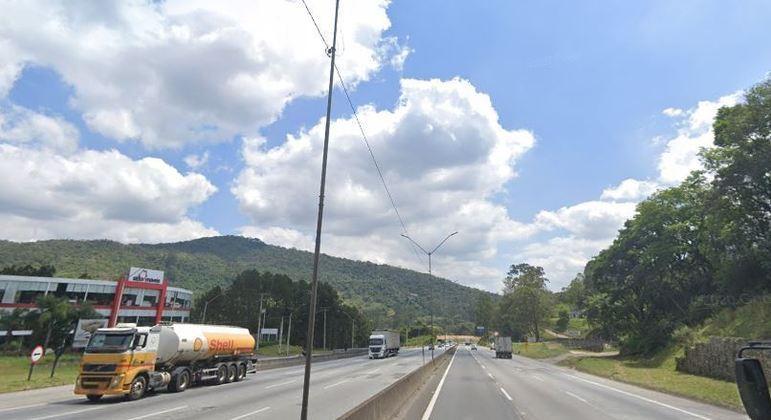 Um homem morre e outro fica ferido após acidente na rodovia Fernão Dias (SP)