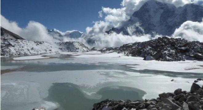 Estudo mostrou que lagos na área do glaciar de Khumbu estão se juntando