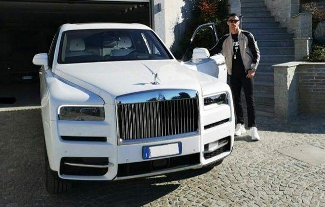 Um modelo da marca Rolls-Royce também está na garagem do craque. Cristiano Ronaldo possui um Cullinan, avaliado em R$ 4,4 milhões.