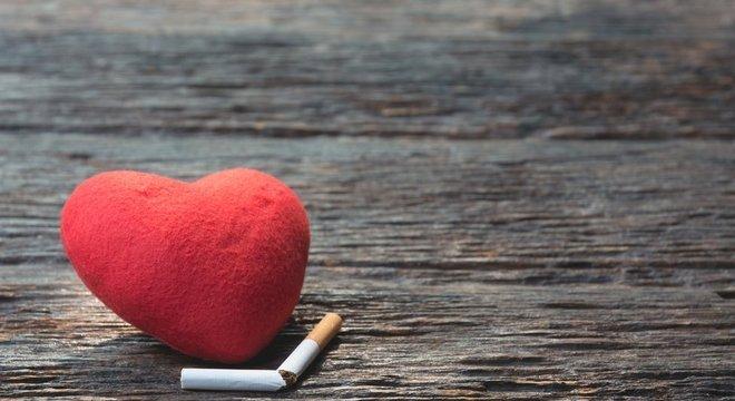 Pesquisas mostram que gastos com o tabagismo, entre os mais pobres, afeta mais fortemente o orçamento - tomando o lugar de custos com alimentação e com a própria saúde Tabaco e pobreza: 'Círculo vicioso'