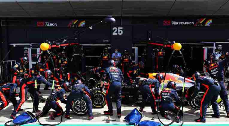 Um pit-stop na penúltima volta fez a vantagem de Hamilton para Verstappen aumentar