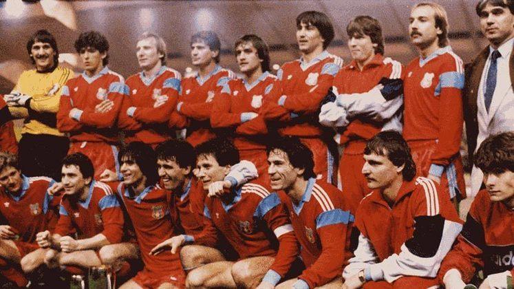Um pouco mais distante, na Liga dos Campeões de 1985-86 (chamada de Taça dos Clubes Campeões Europeus), o Steaua Bucareste, da Romênia, venceu o Barcelona na final, nas penalidades.