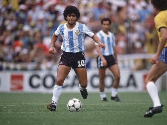 Uma Argentina que contava, entre ouros talentos, com Diego Maradona. O craque argentino foi outro que pisou no gramado do Maracanã.