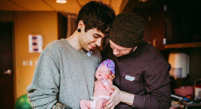 Uma com os pais, Elliot e Matthew