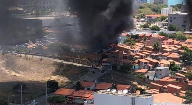 Concessionária teve carros incendiados em área nobre de Fortaleza (CE)