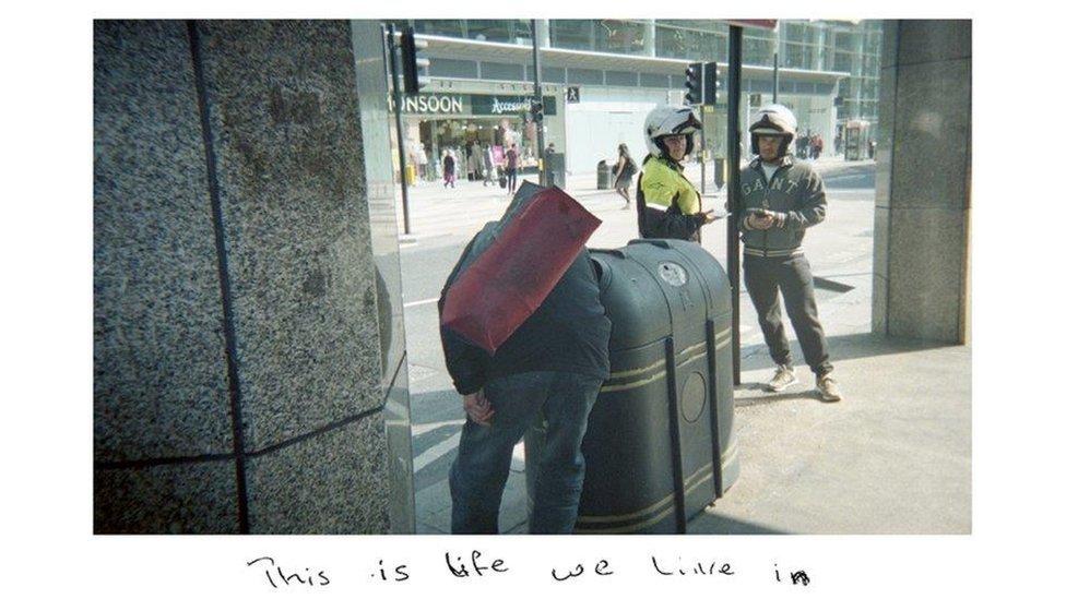 As fotos de Sunny mostram uma perspectiva de mundo de alguém em situação de rua
