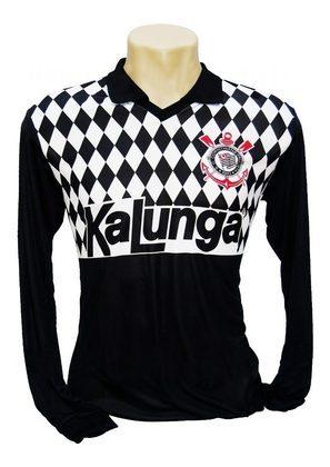 Uma das mais icônicas de Ronaldo é de 1990, que mostra o xadrez preto e branco com o patrocínio da Kalunga