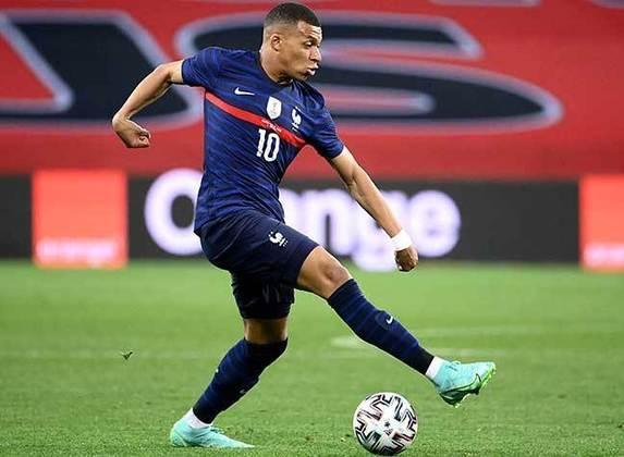 Uma das principais estrelas do futebol mundial, Kylian Mbappé busca uma vaga entre os melhores jogadores da temporada 2020/2021. Campeão da Copa do Mundo em 2018, o jovem atleta do Paris Saint-Germain quer construir, junto com a seleção francesa, uma hegemonia para seu país