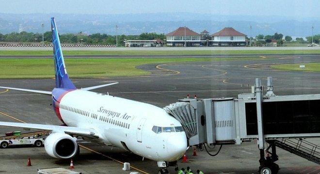 Uma foto de 2009 de um avião da Sriwijaya Air na pista de Jacarta