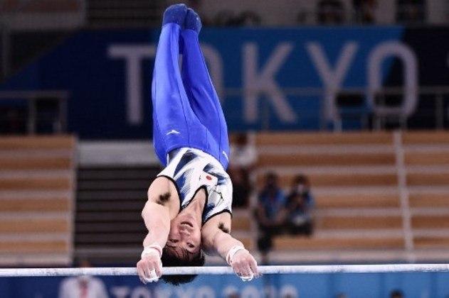Uma lenda da ginástica japonesa, Kohei Uchimura sofreu uma queda no único aparelho que disputava em Tóquio e foi eliminado. Dono de sete medalhas olímpicas, sendo três de ouro, além de 21 medalhas em Mundiais, o japonês falhou durante um voo e foi ao chão.