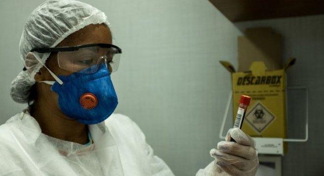 A falta de testes na América Latina pode impactar o número de mortes devido ao coronavírus