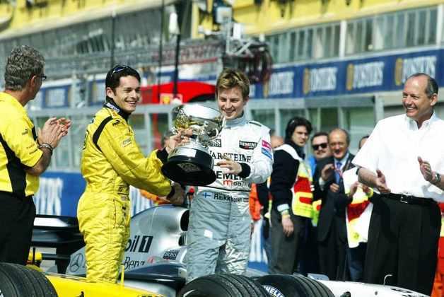 Uma semana mais tarde, as coisas foram resolvidas e Fisichella recebeu seu troféu
