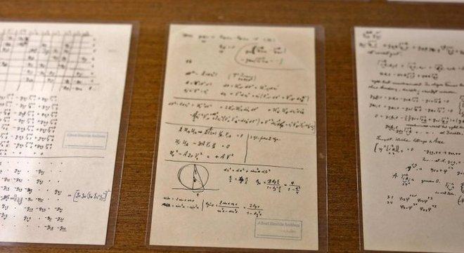 Em uma das anotações, Einstein confesssa que, depois de 50 anos de dedicação, ele ainda não entendia a natureza quântica d luz