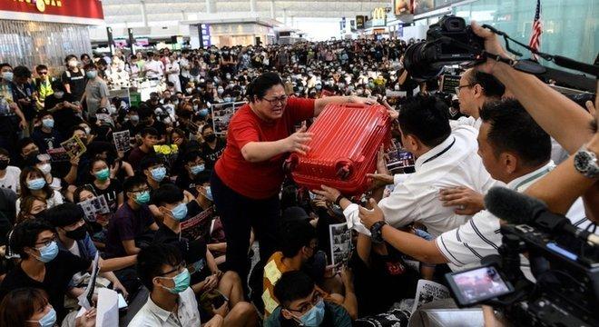 Manifestantes transformaram o aeroporto internacional em palco de protestos