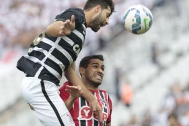 Umas das mais emblemáticas goleadas do Corinthians nos últimos tempos aconteceu no dia 22 de novembro de 2015. O Timão já tinha confirmado o título brasileiro com antecipação, mas encarou o São Paulo, em Itaquera, pela 36ª rodada. Com time reserva, o clube do Parque São Jorge não se intimidou, aplicou 6 a 1 e ainda levantou a taça do Brasileirão ao fim da partida.