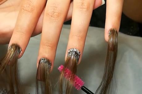 Cabelos na ponta do dedos: ideal para o Halloween