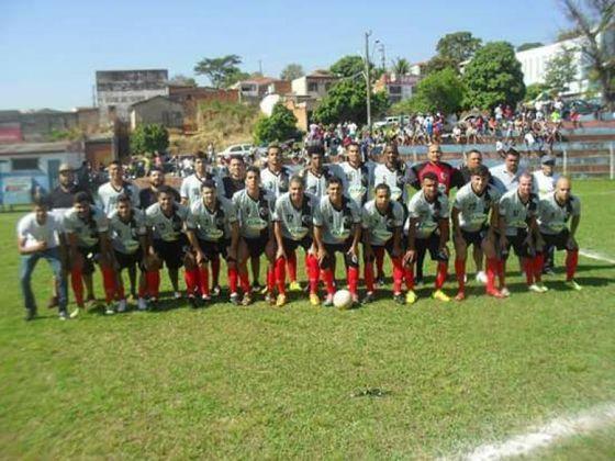 União Bandeirante - Tradicional clube do Paraná, encerrou suas atividades em 2006 em virtude das dificuldades financeiras. Ao longo de sua história, foi vice-campeão paranaense por cinco vezes e revelou o atacante Brandão e o goleiro Fábio, atualmente no Cruzeiro.