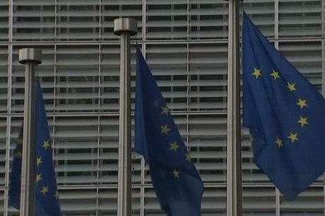 Britânicos querem permanecer na UE, diz pesquisa