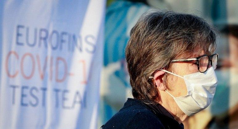 Comissão Europeia aconselha aos governos europeus medidas para conter a pandemia