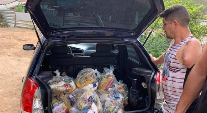 Alimentos doados foram comprados no comércio local, para ajudar toda comunidade