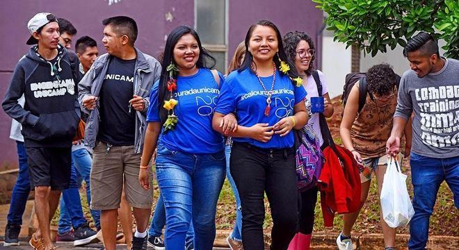 Alunos indígenas estão recebendo acesso a internet para aulas online