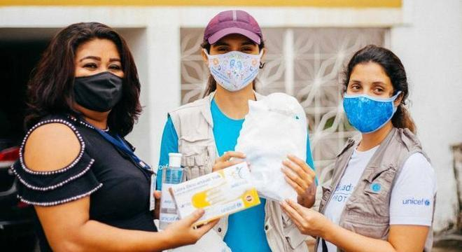 Profissionais recebem os kits de proteção doados pelo UNICEF