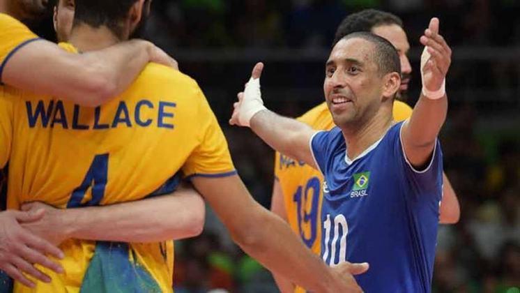 Único jogador de vôlei a disputar quatro finais olímpicas seguidas, o líbero Serginho entrou para a história. Ele foi bicampeão em 2004 e 2016 e conquistou outras duas pratas (Pequim e Londres).
