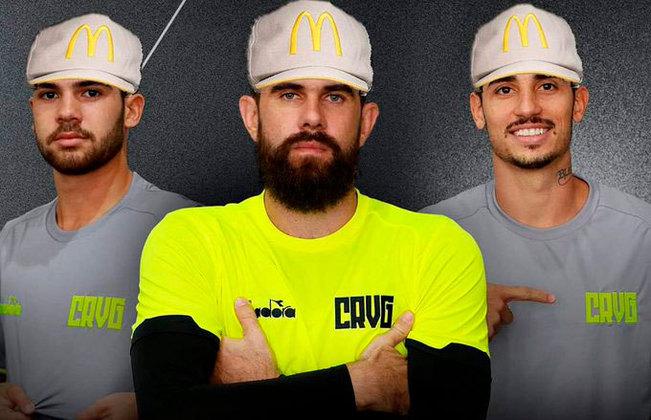 Uniforme de treino do Vasco foi comparado às roupas dos atendentes do McDonald's (Fevereiro/2019)