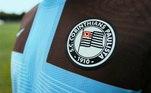 A camisa leva as cores do clube inglês e apresenta escudo do Corinthans que foi utilizado entre 1919 e 1939. A nova campanha, também conta com jaqueta, calças e camisetas