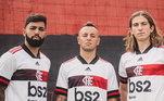 O segundo kit conta com a camisa predominantemente branca e com faixa horizontal na altura do peito. O escudo da equipe carioca também vem com a cor branca