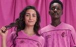 As equipes também trouxeram um uniforme para o Outubro Rosa. Na foto, o Fluminense traz sua ação contra o Câncer de mama