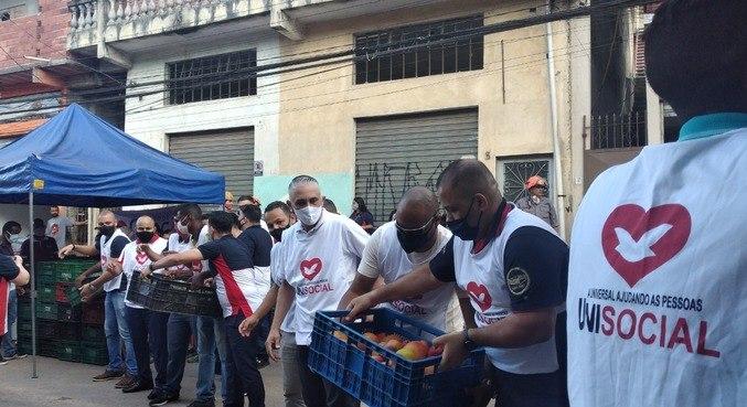 Voluntários do Unisocial ajudam famílias vítimas de deslizamento em Embú das Artes (SP)