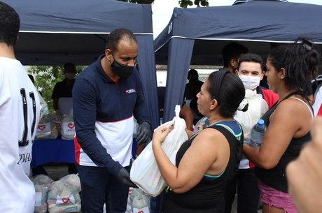 Voluntários ajudaram vítimas de incêndios no Estado
