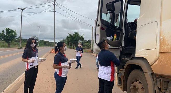 Voluntários dos Guardiões da Estrada realizam doações em 150 postos da PRF