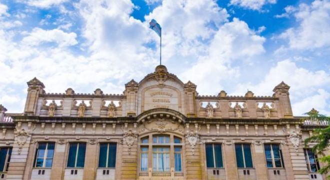 Alguns setores acadêmicos já manifestam preocupação com a presença crescente de brasileiros, uma vez que as universidades são financiadas com dinheiro do contribuinte