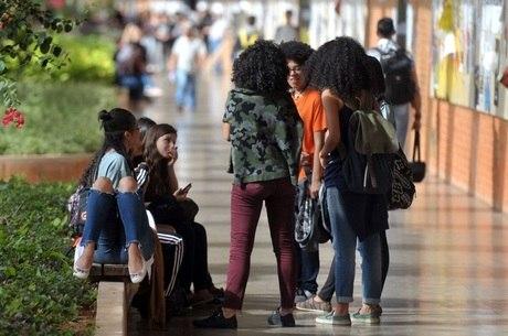 MEC anuncia protocolo para universitários