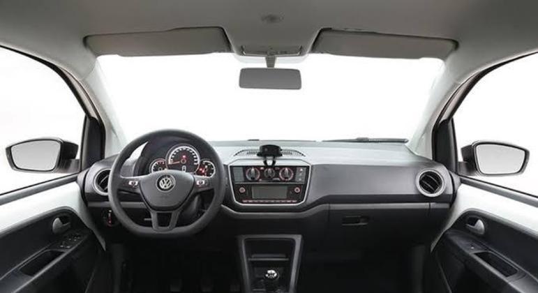 Interior tem poucos apetrechos na linha 2021 mas inclui ao menos rádio com Bluetooth (não há multimídia)