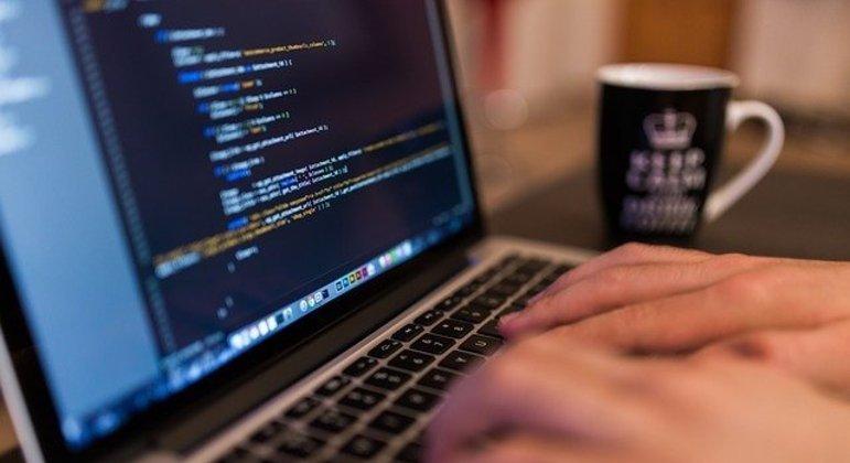 Estudantes podem fazer curso de programação online e gratuitos