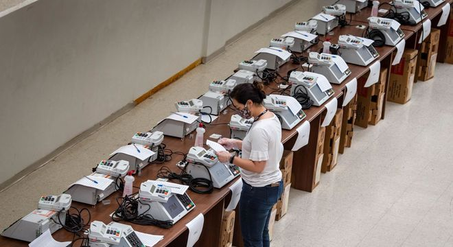 Urnas eletrônicas eletrônicas passam por teste antes das eleições