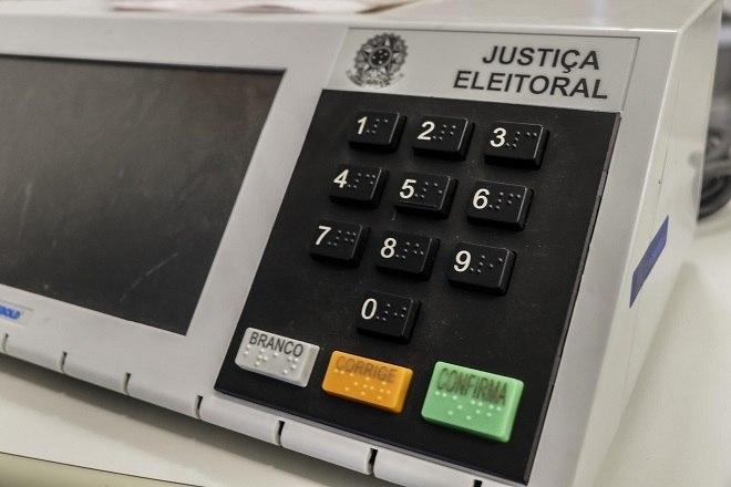 Confira 7 boatos já desmentidos sobre as urnas eletrônicas no Brasil - Fotos - R7 Eleições 2020