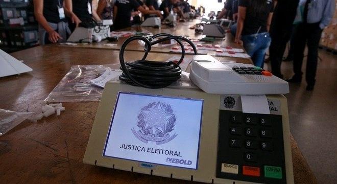 Voto é obrigatório para pessoas entre 18 e 70 anos no Brasil